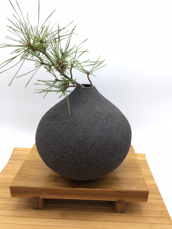 vase en grés noir carole cadet caolin